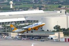 Descolagem do avião de passageiros Imagens de Stock Royalty Free