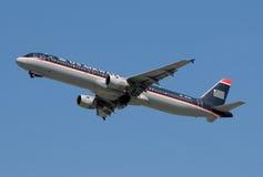 Descolagem do avião de passagem das vias aéreas dos E.U. Foto de Stock