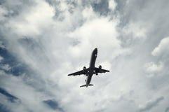 Descolagem do avião do passageiro fotografia de stock