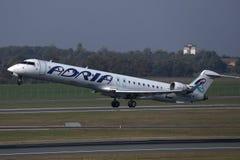 Descolagem do plano de Adria Airways fotos de stock