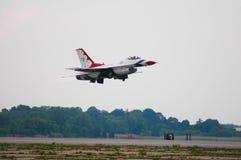 Descolagem do U.S.A.F. Thunderbird Fotografia de Stock Royalty Free