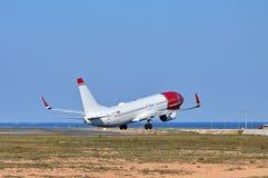 Descolagem norueguesa das linhas aéreas foto de stock