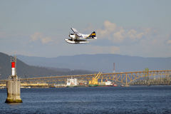 Descolagem plana do flutuador em Vancôver, Canadá Flutue a descolagem plana do terminal do porto de Vancôver na aterrissagem de B Imagens de Stock