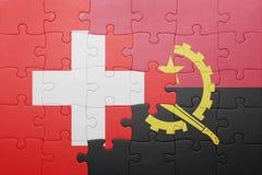 desconcierte con la bandera nacional de Angola y de Suiza libre illustration