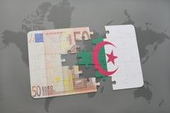 desconcierte con la bandera nacional de Argelia y del billete de banco euro en un fondo del mapa del mundo Imagen de archivo libre de regalías