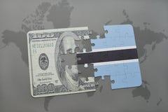 desconcierte con la bandera nacional de Botswana y del billete de banco del dólar en un fondo del mapa del mundo Imagen de archivo libre de regalías