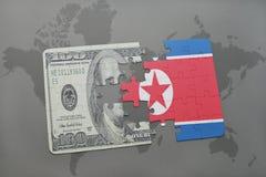 desconcierte con la bandera nacional de Corea del Norte y del billete de banco del dólar en un fondo del mapa del mundo Imágenes de archivo libres de regalías
