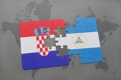 desconcierte con la bandera nacional de Croacia y de Nicaragua en un mapa del mundo Fotos de archivo libres de regalías