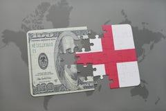 desconcierte con la bandera nacional de Inglaterra y del billete de banco del dólar en un fondo del mapa del mundo Foto de archivo libre de regalías