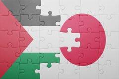 Desconcierte con la bandera nacional de Japón y de Palestina foto de archivo