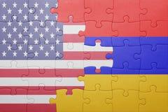 Desconcierte con la bandera nacional de los Estados Unidos de América y de Armenia Imágenes de archivo libres de regalías