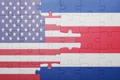 Desconcierte con la bandera nacional de los Estados Unidos de América y de Costa Rica Fotos de archivo libres de regalías
