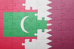 Desconcierte con la bandera nacional de Maldivas y de Qatar Imagenes de archivo