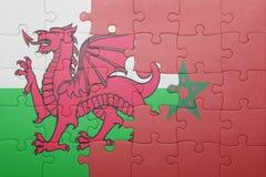 desconcierte con la bandera nacional de Marruecos y de País de Gales Imágenes de archivo libres de regalías