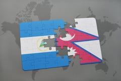 desconcierte con la bandera nacional de Nicaragua y de Nepal en un mapa del mundo Imágenes de archivo libres de regalías