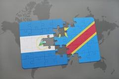 desconcierte con la bandera nacional de Nicaragua y de República Democrática del Congo en un mapa del mundo Foto de archivo