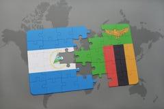 desconcierte con la bandera nacional de Nicaragua y de Zambia en un mapa del mundo Imágenes de archivo libres de regalías