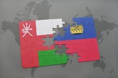 desconcierte con la bandera nacional de Omán y de Liechtenstein en un fondo del mapa del mundo Imágenes de archivo libres de regalías