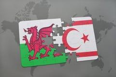 desconcierte con la bandera nacional de País de Gales y de Chipre septentrional en un mapa del mundo Foto de archivo