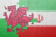 desconcierte con la bandera nacional de País de Gales y de Irán fotos de archivo