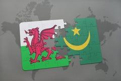 desconcierte con la bandera nacional de País de Gales y de Mauritania en un mapa del mundo Imagen de archivo libre de regalías