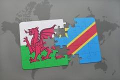 desconcierte con la bandera nacional de País de Gales y de República Democrática del Congo en un mapa del mundo Fotos de archivo libres de regalías