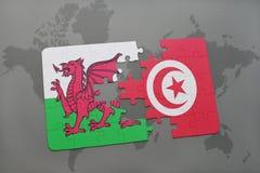 desconcierte con la bandera nacional de País de Gales y de Túnez en un mapa del mundo Imagenes de archivo