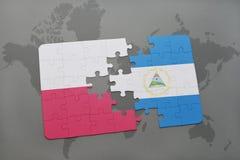 Desconcierte con la bandera nacional de Polonia y de Nicaragua en un fondo del mapa del mundo ilustración 3D Imagen de archivo libre de regalías