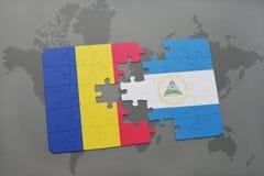 desconcierte con la bandera nacional de Rumania y de Nicaragua en un mapa del mundo Imágenes de archivo libres de regalías
