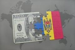 desconcierte con la bandera nacional del Moldavia y del billete de banco del dólar en un fondo del mapa del mundo Imagen de archivo