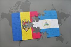 desconcierte con la bandera nacional del Moldavia y de Nicaragua en un mapa del mundo Fotografía de archivo libre de regalías