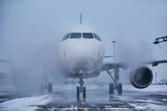 Descongelación del aeroplano imagen de archivo