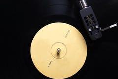 Descripción de jugar del disco de vinilo Foto de archivo