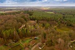 Descripción de una altura de 80 metros sobre el museo al aire libre de Hösseringen en el rger Heide del ¼ del nebà del ¼ de Là c imágenes de archivo libres de regalías