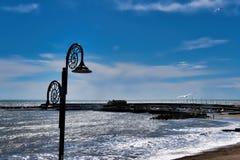 Descripción del puerto después de la tormenta en Lyme Regis fotografía de archivo