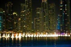 Descripción de la alameda de Dubai en la noche Imagen de archivo libre de regalías