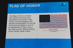 Description du drapeau de l'honneur sur 9/11 mémorial New York Photographie stock