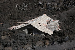 desctructed etna房子火山 库存照片