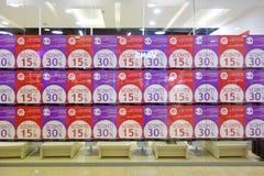 Descuento de las ventas de la venta de la tienda de ventana Foto de archivo libre de regalías