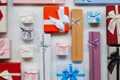 Descuento estacional de las compras del día de fiesta de la venta de los regalos imagenes de archivo