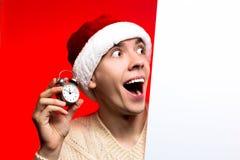 Descuentos del Año Nuevo vendedor, de la Navidad y cartel Hombre en santa c Fotos de archivo