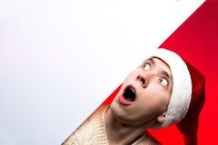 Descuentos del Año Nuevo vendedor, de la Navidad y cartel Hombre sorprendido Fotografía de archivo libre de regalías