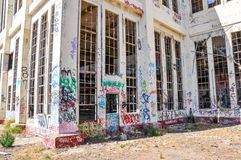 Descuidado y marcado: Casa vieja del poder Imagen de archivo libre de regalías