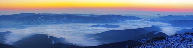 Desde arriba de las montañas Foto de archivo libre de regalías