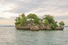Desejar a ilha é um de destinos magníficos do turista na cidade jardim da ilha de Samal Imagem de Stock Royalty Free