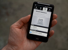 Desejo HD da preensão HTC da mão com perfil de Skype Fotografia de Stock Royalty Free
