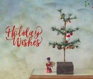 Desejos do feriado e árvore de Natal da vara fotografia de stock royalty free