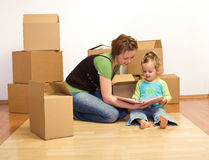 Desempaque en nuestro nuevo hogar Foto de archivo libre de regalías