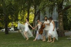 Desempenho da dança moderna Fotografia de Stock Royalty Free