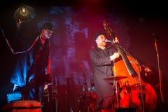 Desempenho da faixa de Billy no jogo do desempenho-concerto de Tom Waits Contemporary Art Museum imagem de stock